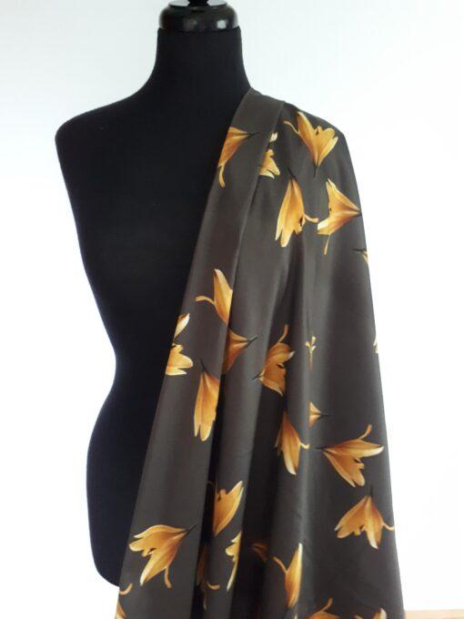 liljer orange på brun bunn